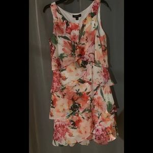 Beautiful floral layered dress that is lined.